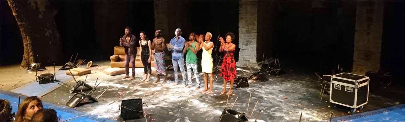 """Das Ensemble von """"Kalakuta Republik"""" im Hof des Zölestinerklosters in Avignon"""