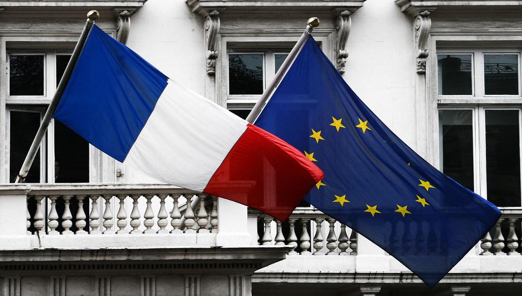Französische und Europafahne - eine Richtung?