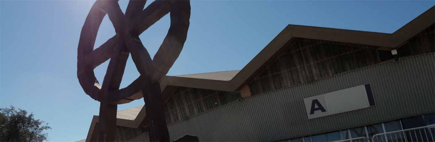 Das Räuberrad ist in Avignon vor der Messehalle aufgebaut