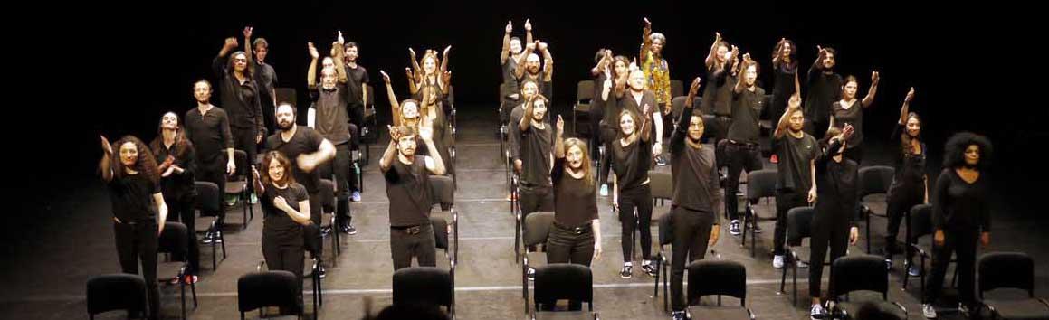 Das Ensemble als Modell der französischen Gesellschaft in Mani Souleymanlous Stück