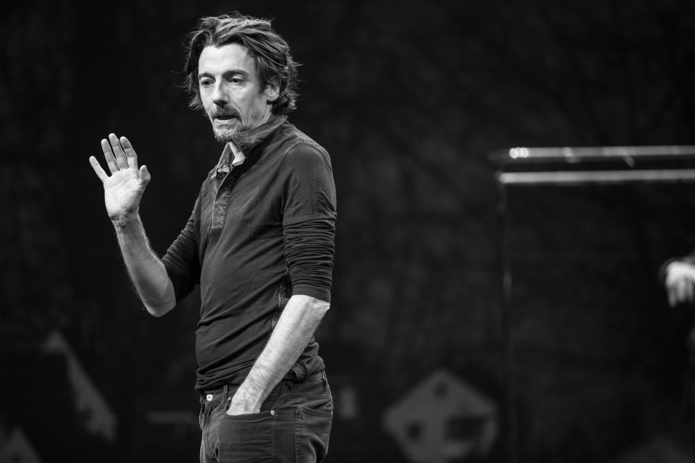 Der Leiter des Straßburgrt Theaters spielt selbst das Solo