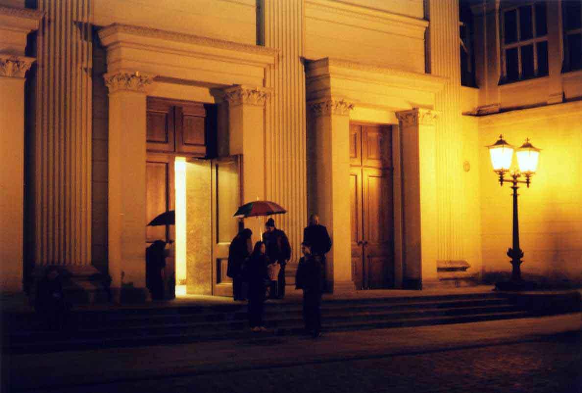 Das Gorki-Theater nahe der Neuen Wache