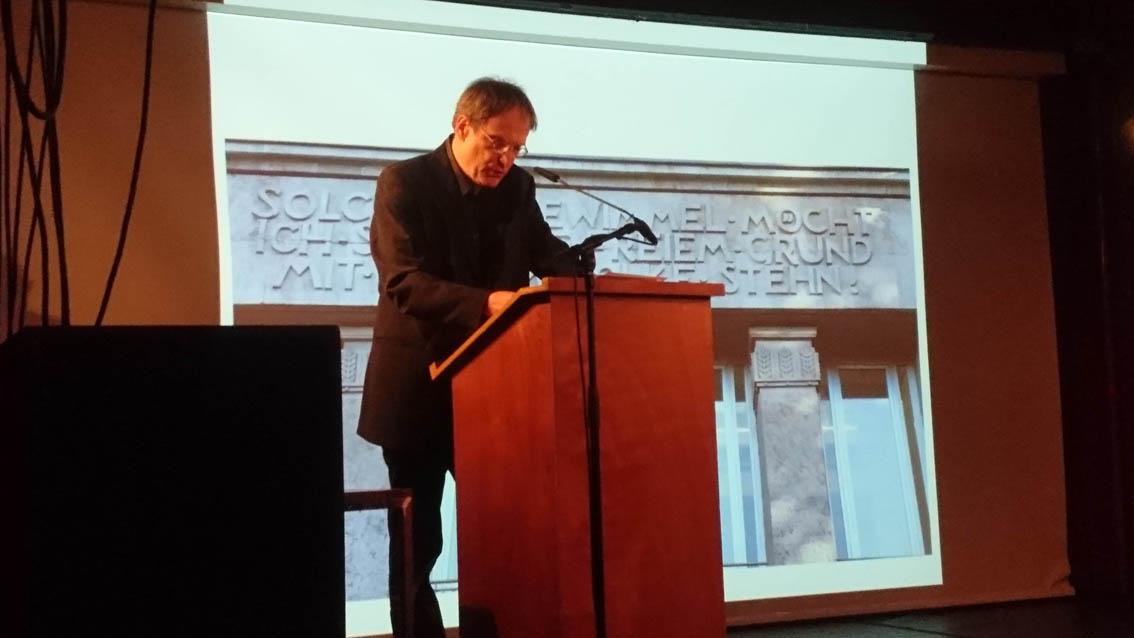 """Michael Jäger bei seinem Vortrag: """"Faust und die Stadt"""""""
