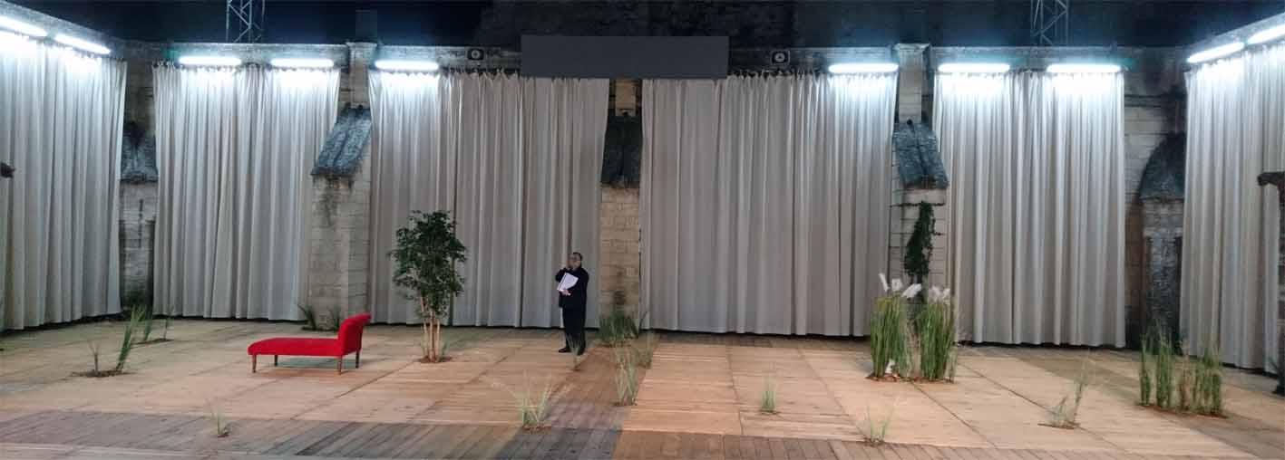 Die Bühne im Cloître des Carmes ein Innenraum, ein ehemaliges Theater
