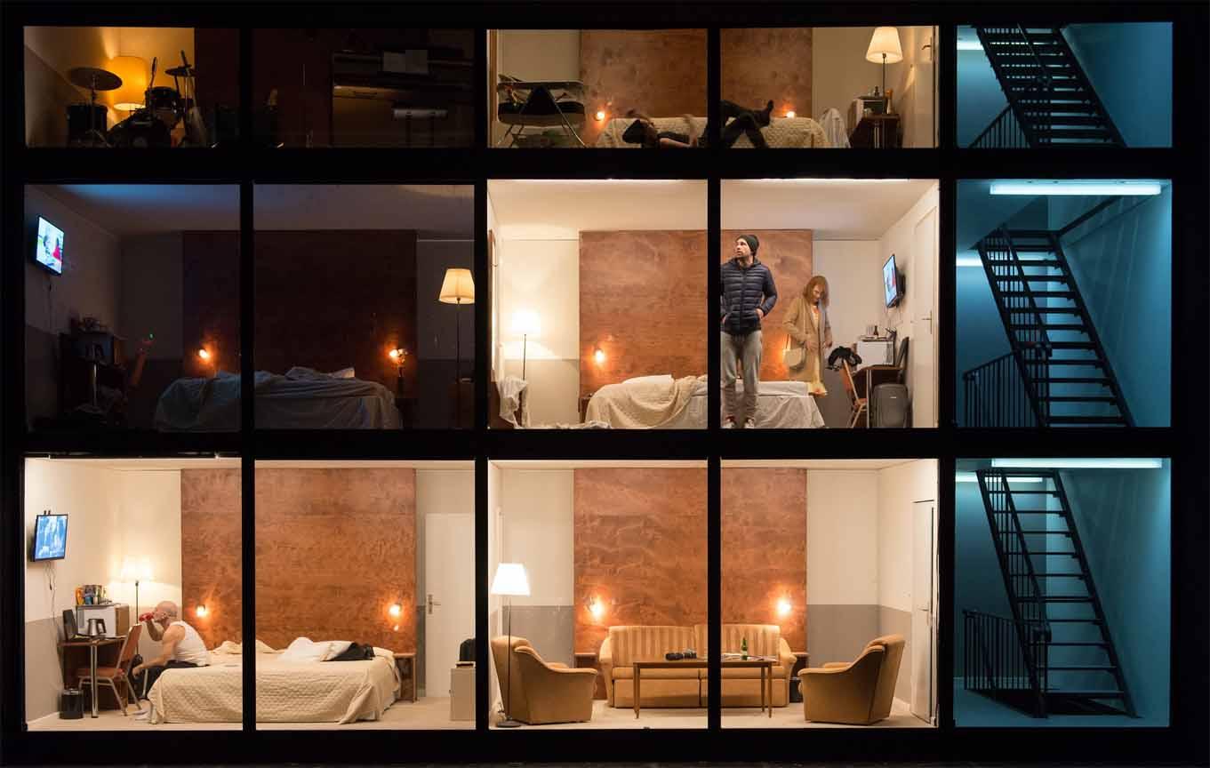 Ein Architekturschnitt mit Hotelzimmern über drei Etagen