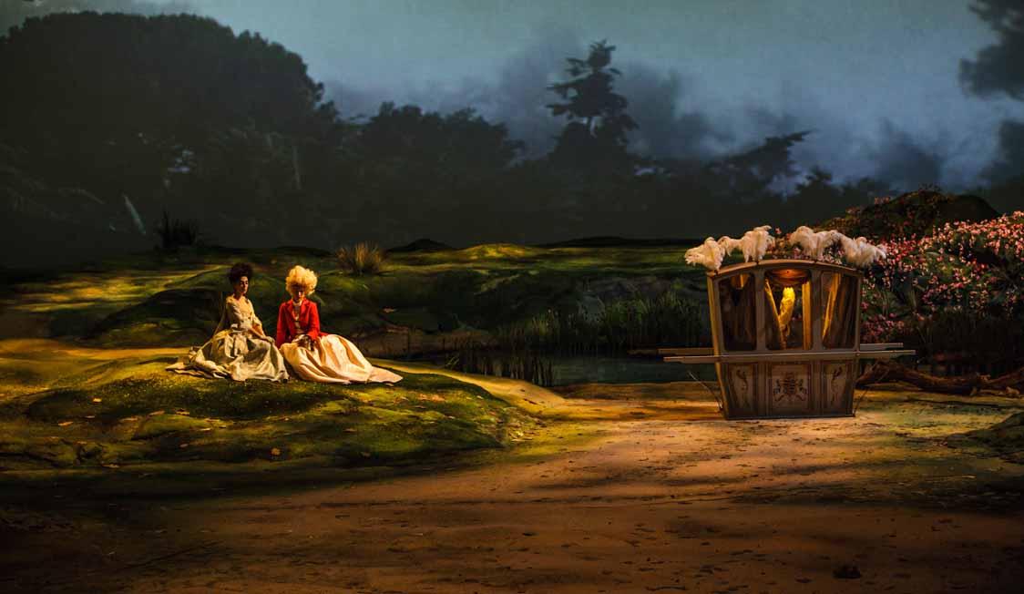 In verdüsterter Landschaft: Zwei Rokoko-Menschen