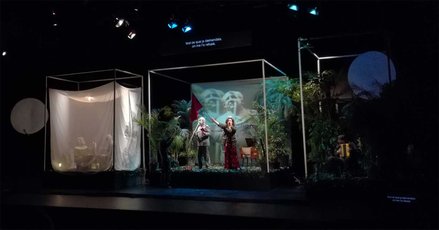 Das Dekor der Aufführung: Ein künstlicher Urwald