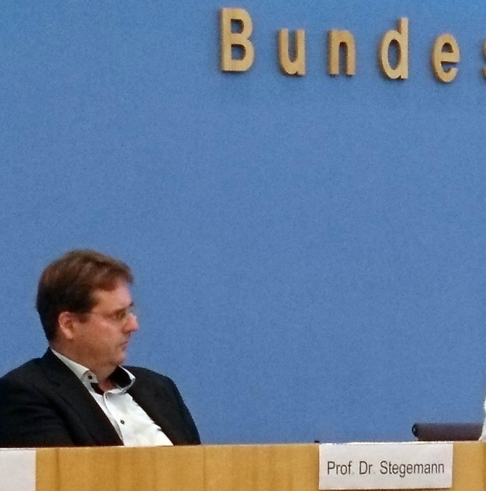 Ungewohnte Umgebung: Bernd Stegemann auf dem Podium der Bundespressekonferenz