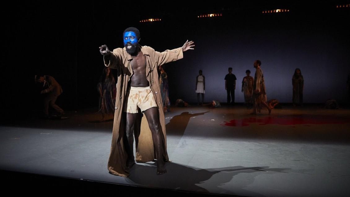 Dieudonné Niangouna spielt den König Lear
